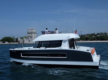 Индивидуальные прогулки на моторной яхте в Лиссабоне